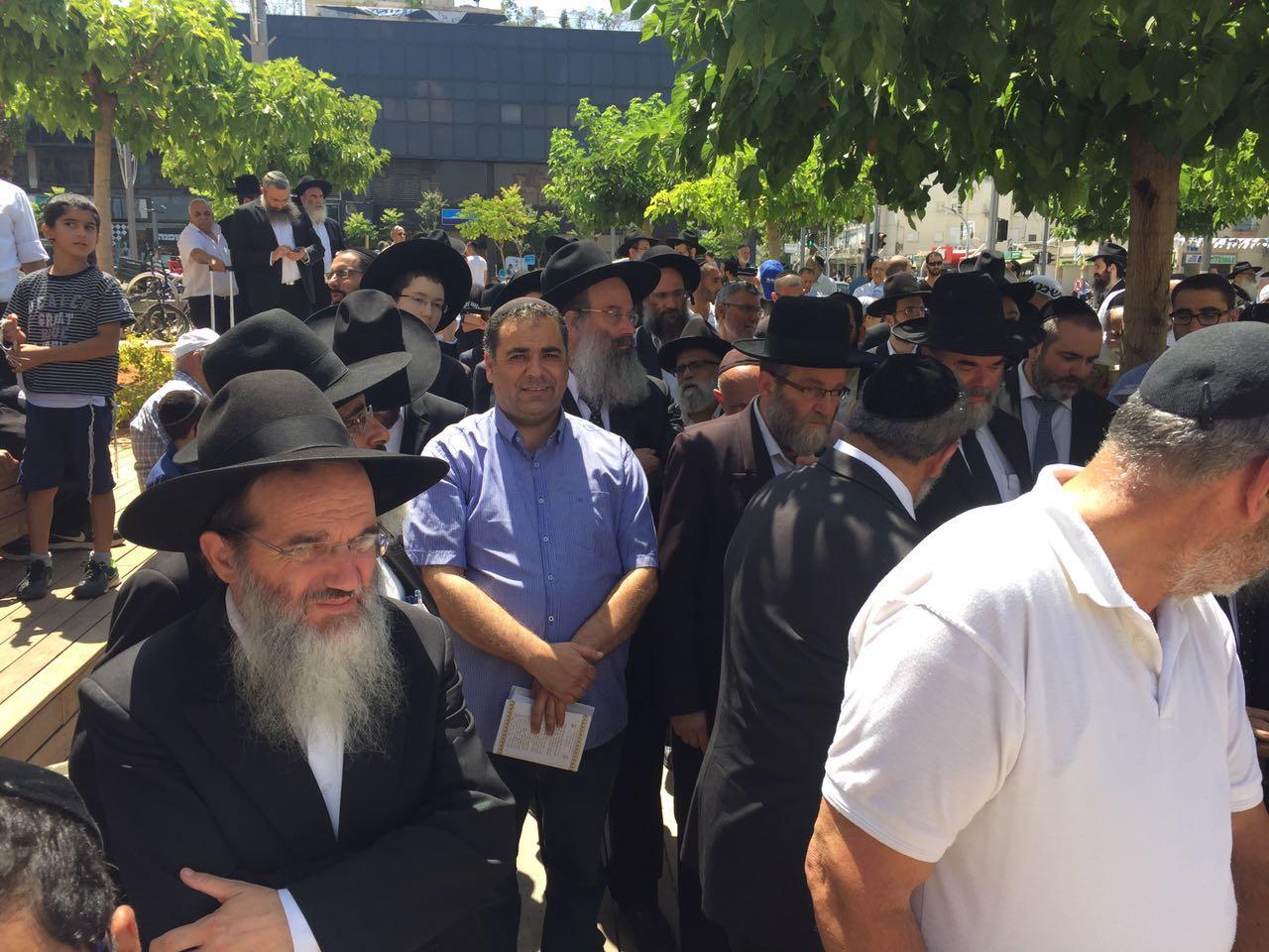 הרצליה: אחדות בהפגנה למען השבת • צפו
