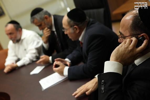"""הפונקציונרים של ש""""ס, עדיפים על היהדות? •  טור מיוחד"""