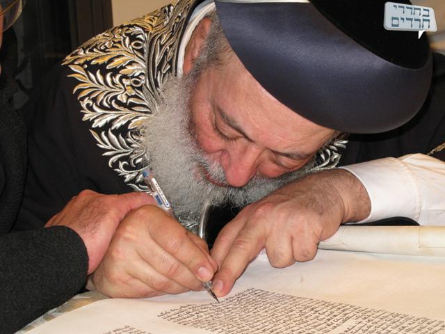 """הגר""""ש עמאר: ליצנים מפיצים עניין הרבנות של ירושלים"""