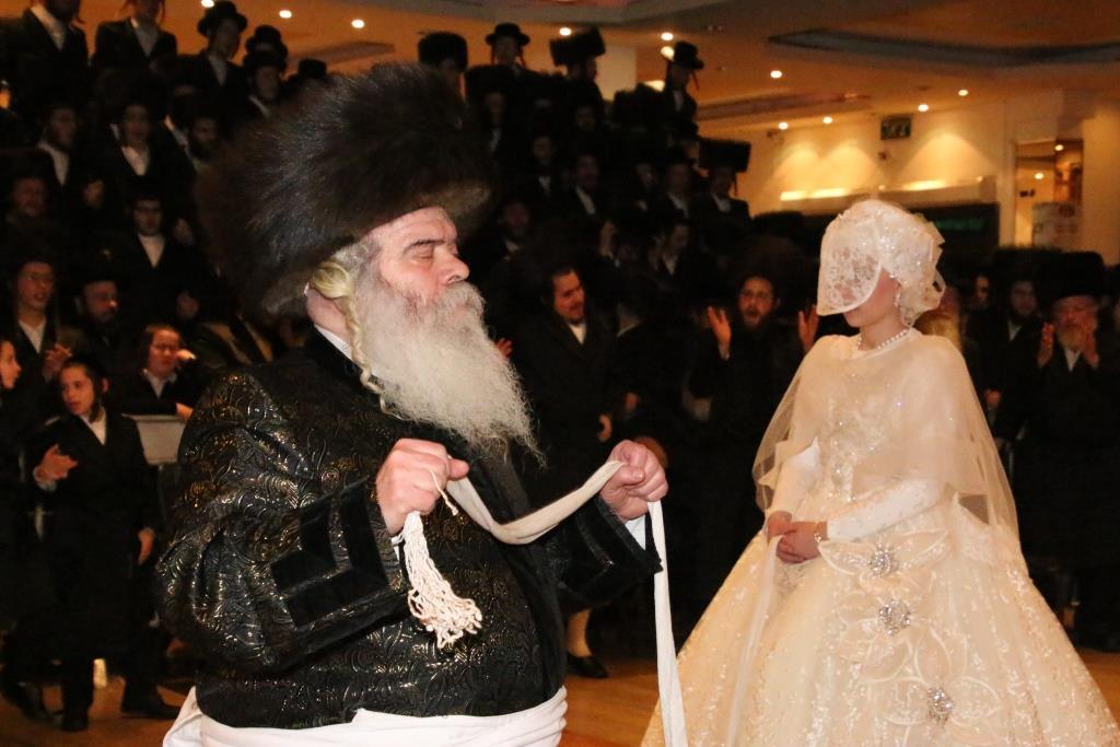 החסידים חגגו בחתונת קרעטשניף ירושלים וסעליש