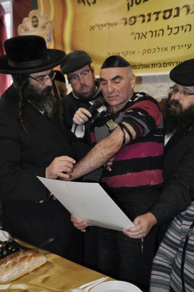75 שנה לאחר השואה: 12 יהודים הניחו תפילין