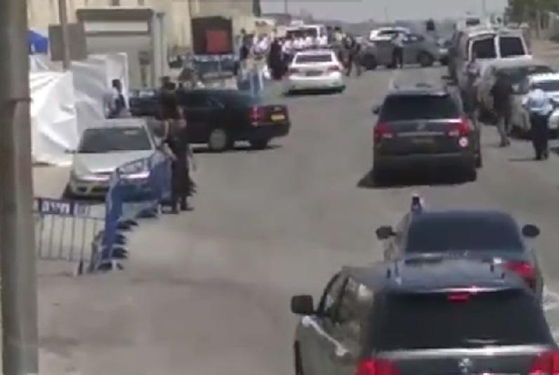 """נשק שלוף בשכונה החרדית: שיירת רוה""""מ ברמות"""