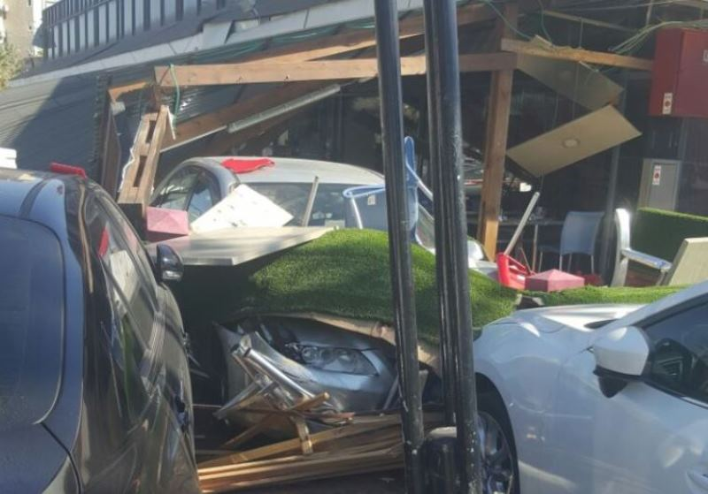 תיעוד: הרכב שועט ונכנס למסעדה