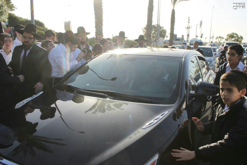 אלעד לבשה חג: צפו בקבלת הפנים לנשיא המועצת