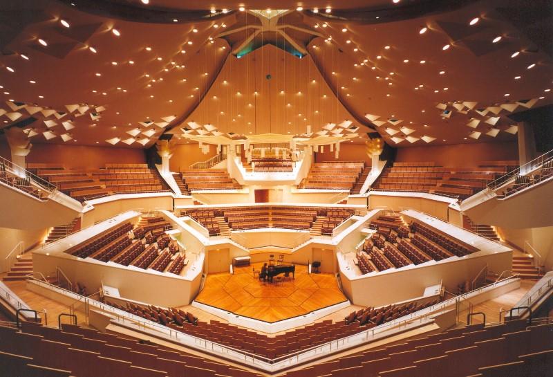 מרגש: קונצרט יהודי באולם הנאצי • צפו