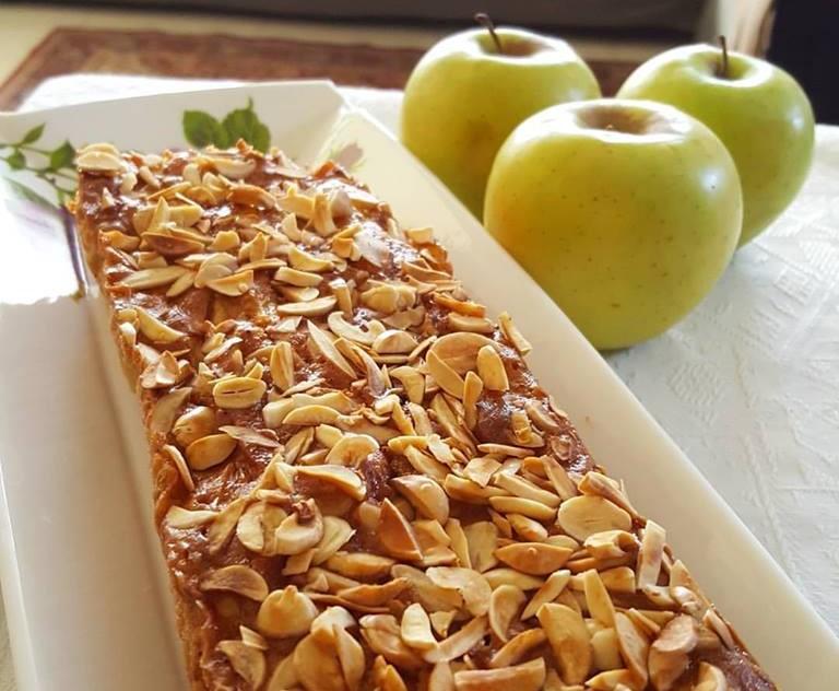 עוגת תפוחים נהדרת עם טעמי קינמון ושקדים