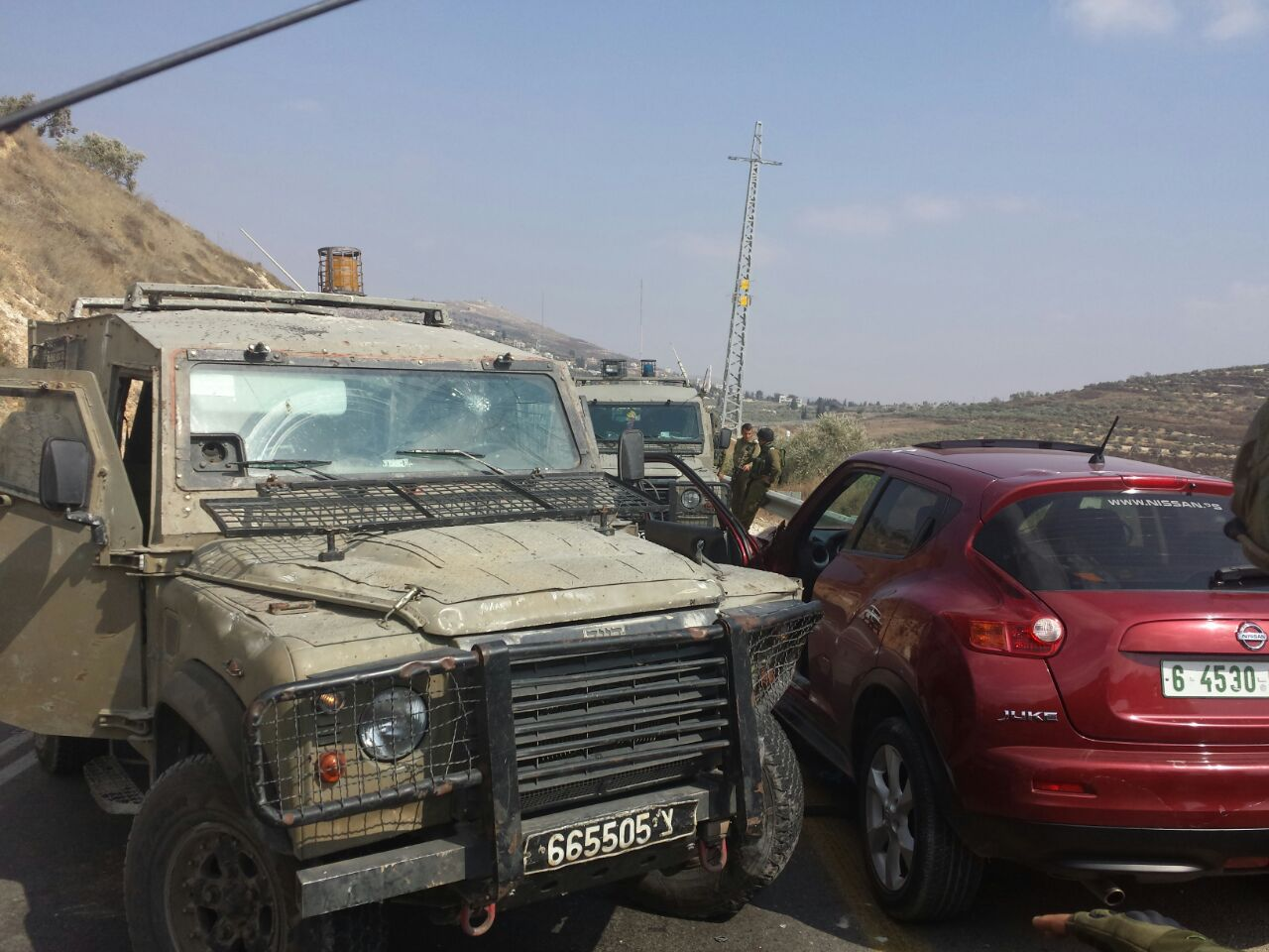 Stabbing attack near Yitzhar; soldier lightly wounded