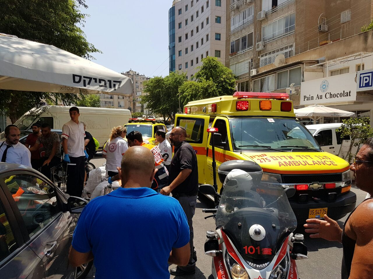 Netanya: woman loses control of her car and crashes into café
