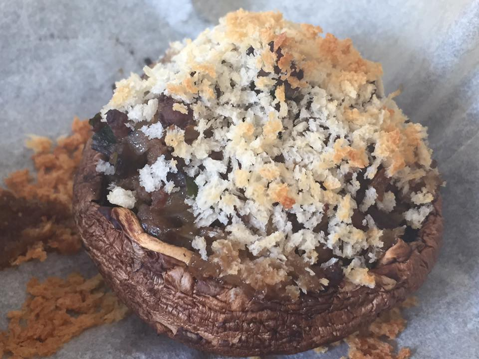 פטריות ממולאות בבשר בציפוי פנקו
