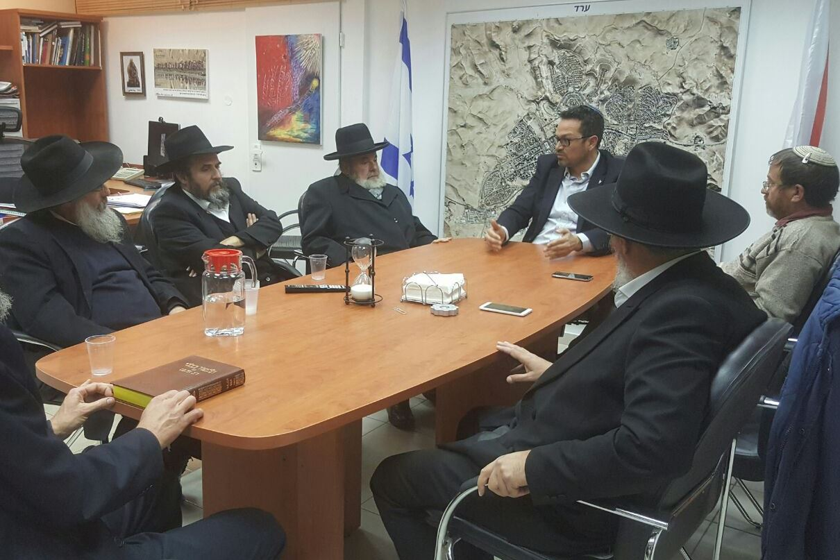"Rabbi of Arad: ""Chillul Beis Haknesses is not political issue, and must stop immediately"""