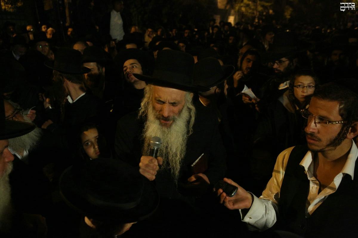 """מאות התפללו: """"הצילו את הרב ברלנד מהסגרה"""" • צפו"""