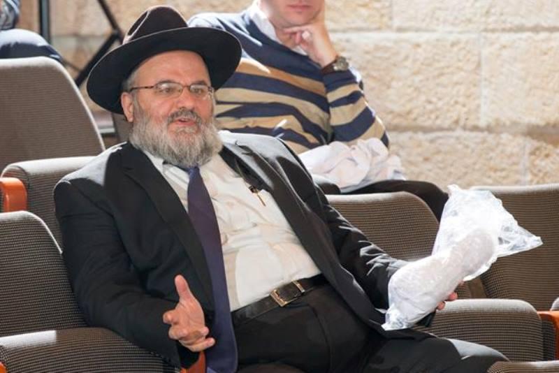 """פעיל """"הפלג"""" תקף את הרבנית בר שלום: """"אביך התנגד למכללה"""""""