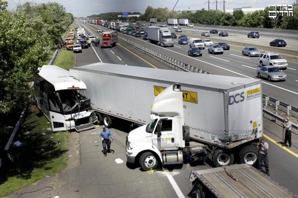תאונה: תאונה מחרידה בניו ג'רסי בין אוטובוס