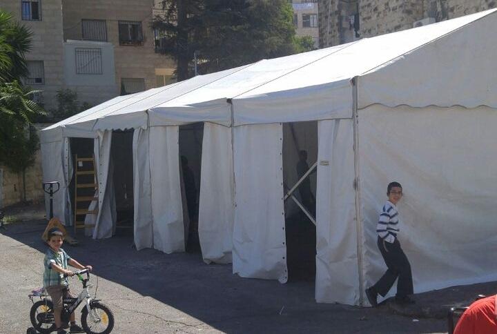 ההורים עתרו לבית משפט - והילדים באוהל