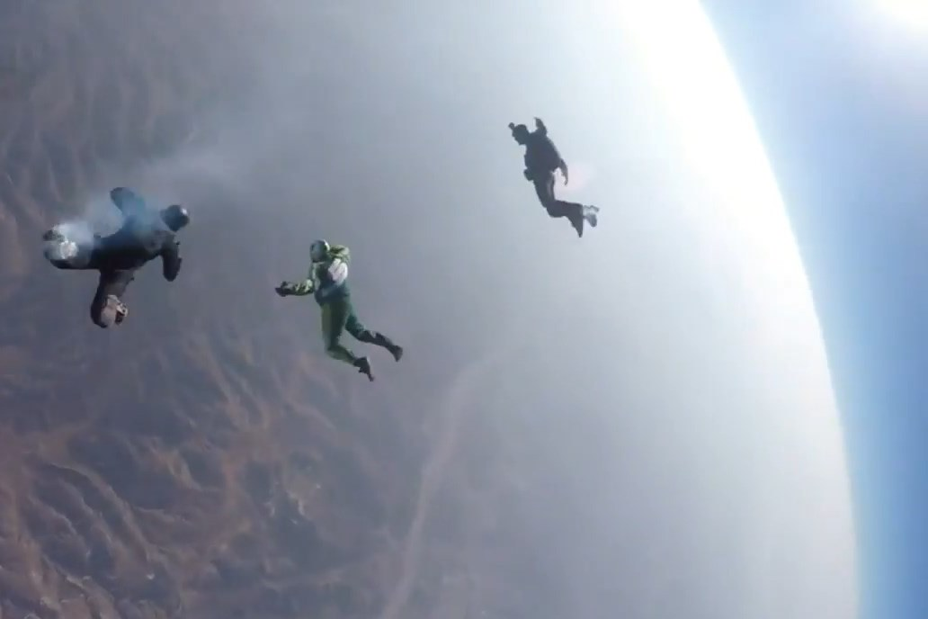 פחד מוות: צנח מגובה 8 קילומטר - בלי מצנח. צפו