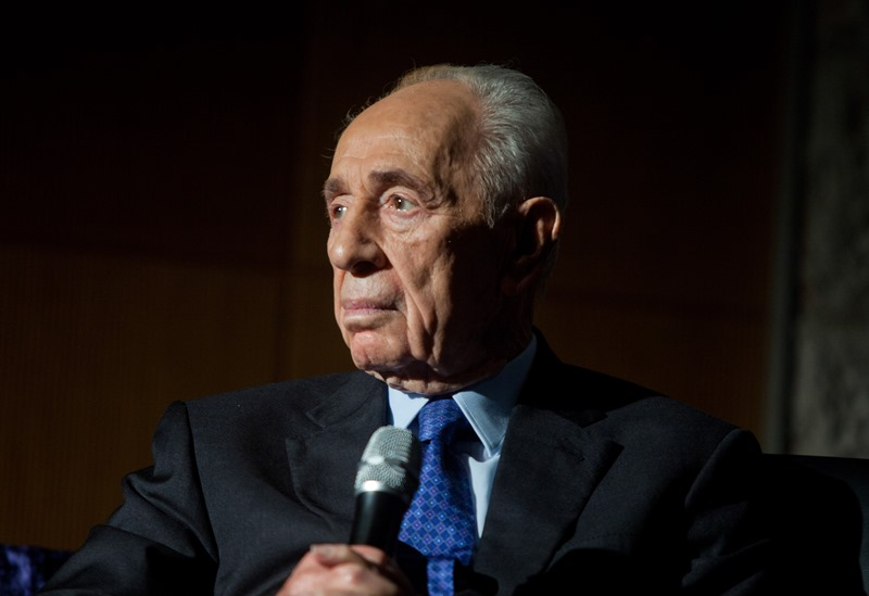 Shimon Peres under induced coma