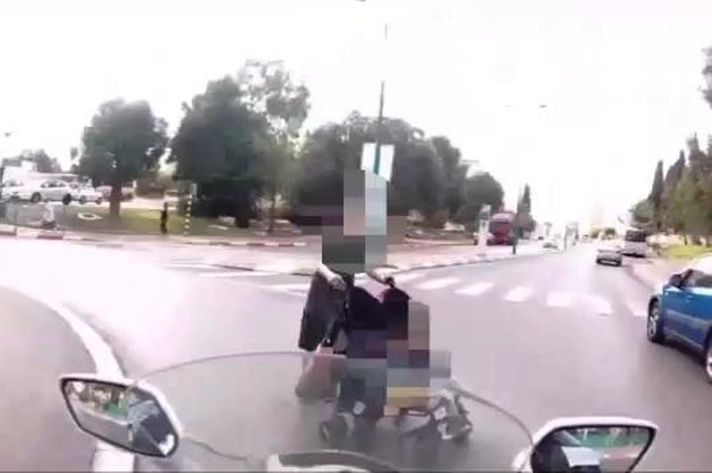 צפו: אמא ותינוק ניצלו ברגע האחרון מדריסה
