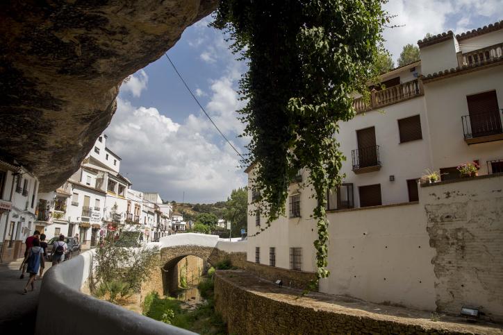 בתי העיירה חקוקים בסלע • המסע לספרד