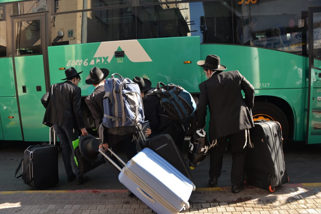 The Zman began: Bochurim Traveling to Shteig in Yeshiva