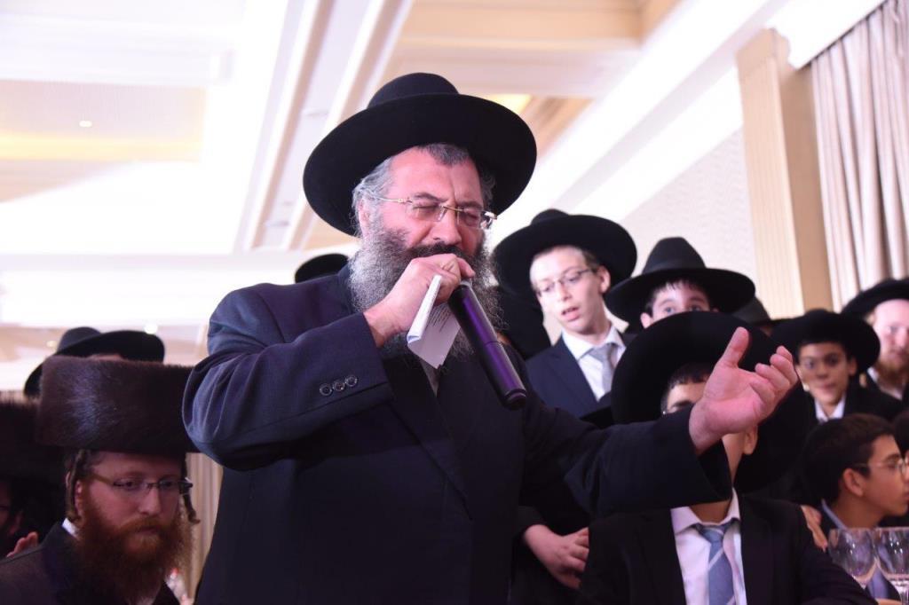 צפו: הרב קנייבסקי התרגש מהגראמען בבר מצווה ליתומים