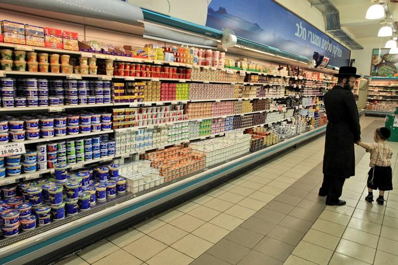 """עו""""ד חרדי יצא למאבק נגד ענקית המזון • צפו"""