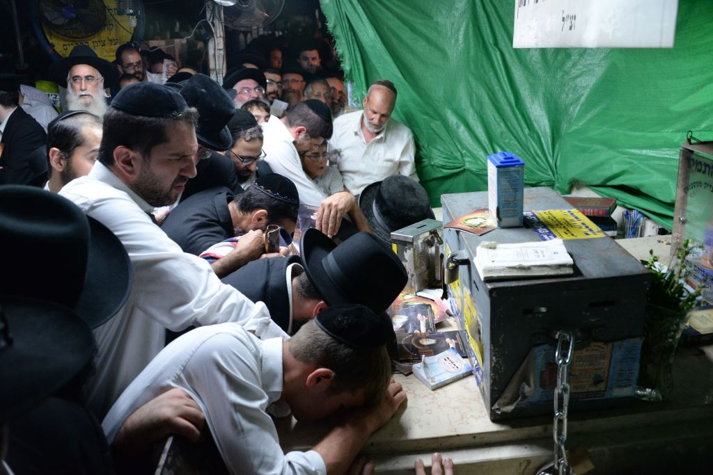 Multitudes celebrate the Hilula of the Tzadik Mshtepensht