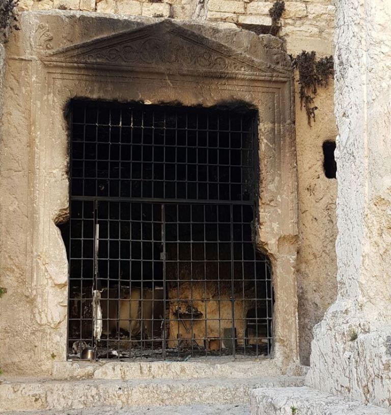 פורע הבעיר את קבר יהושפט ויד אבשלום