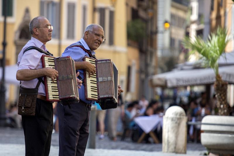 נגני הרחוב של רומא, בלב ארכיטקטורה עוצרת נשימה