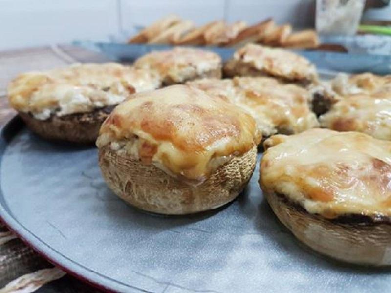 פטריות הפלא: גבינות, בצל מטוגן ותבלינים