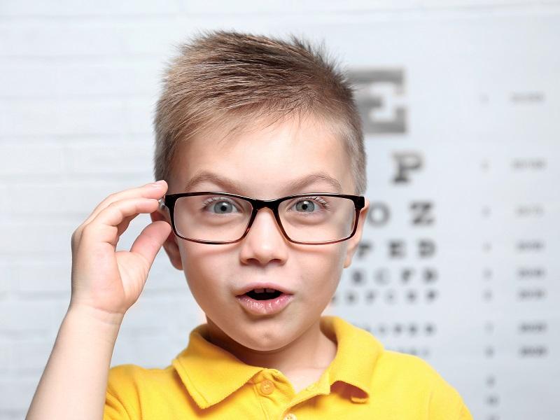 כך תזהו אם ילדיכם זקוקים למשקפיים / אבי איתן