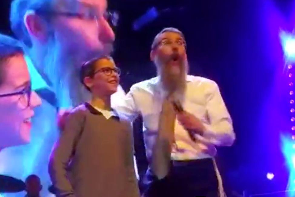 צפו: הילד בן ה-10 הביך את אברהם פריד • ענק