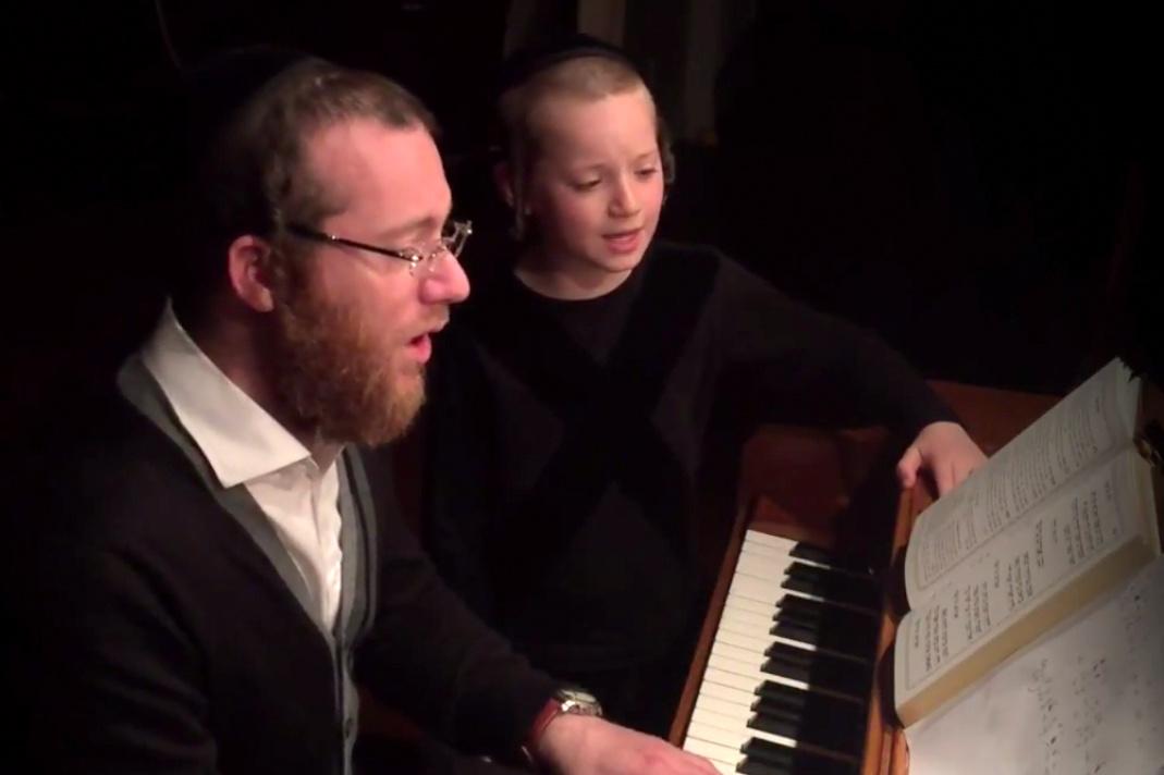 למר ובנו בדואט לשיר של בעלזא: