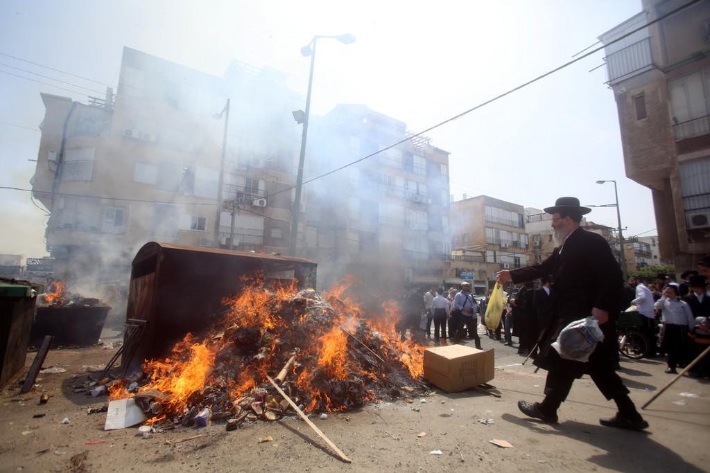 גלריה אש: הבני ברקים שרפו את החמץ • צפו