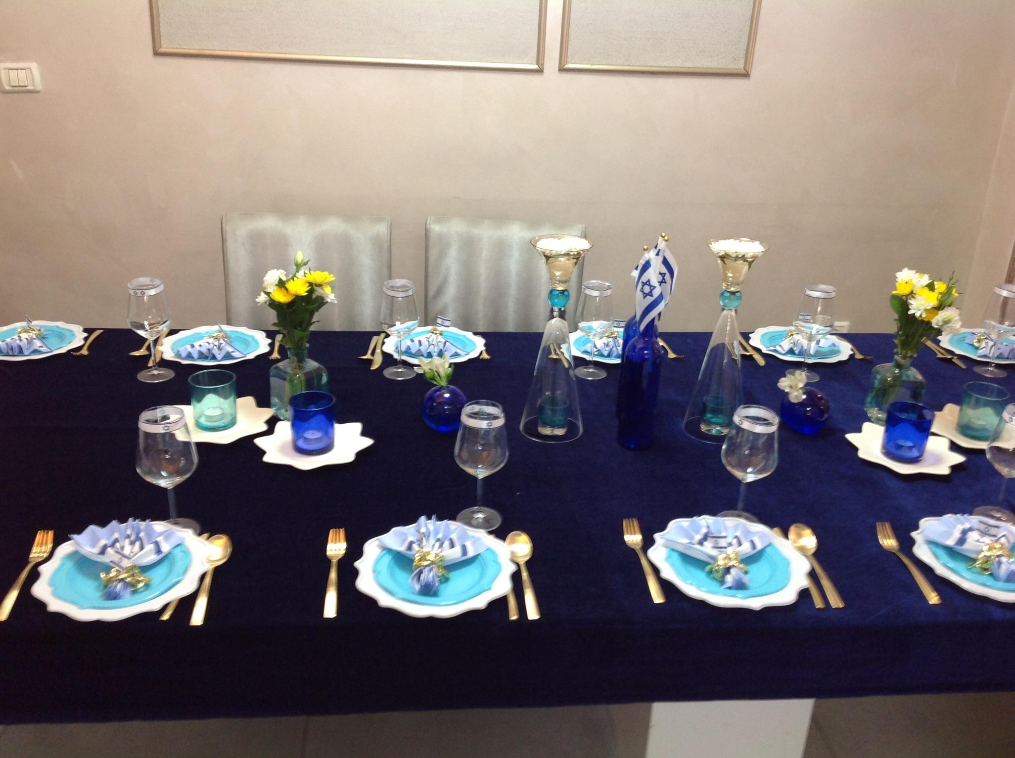 צפו בעריכת שולחן השבת של אפרת פטרזייל