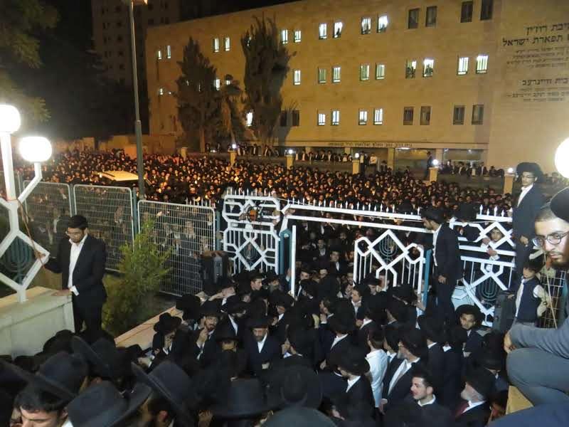 """מלכי ישראל נחסם: אלפים ליוו את הגאון רבי ראובן שרבאני זצ""""ל"""