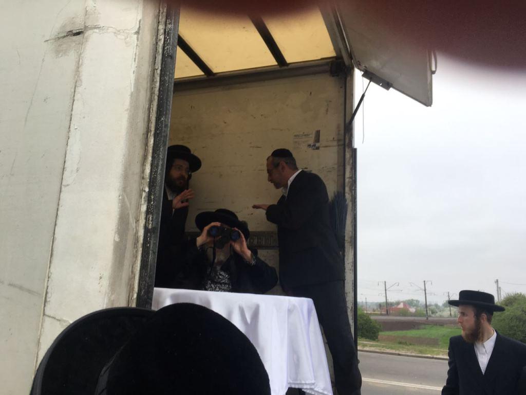 תחת אבטחה: הרבי ישב במשאית והשקיף לציון