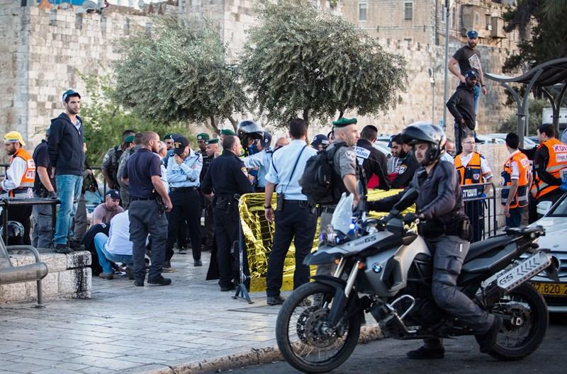 Chareidi Mispallel Tackles Terrorist And Saves Policeman