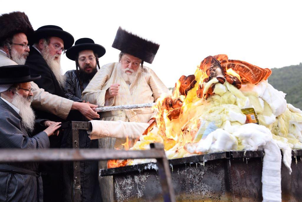 שטיינמץ ריגש את תולדות אברהם יצחק • צפו בהדלקה
