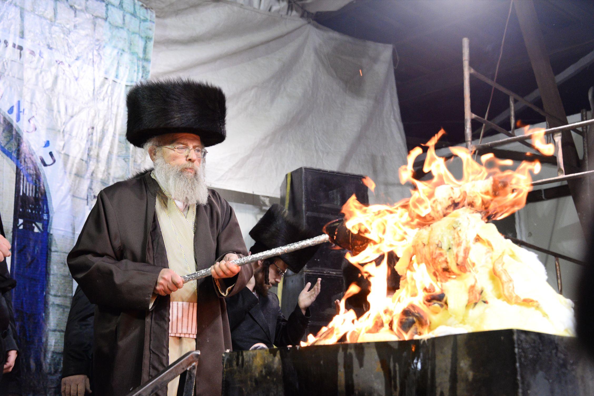 צפו בגלריה מרהיבה • להבות אש בפינסק קרלין