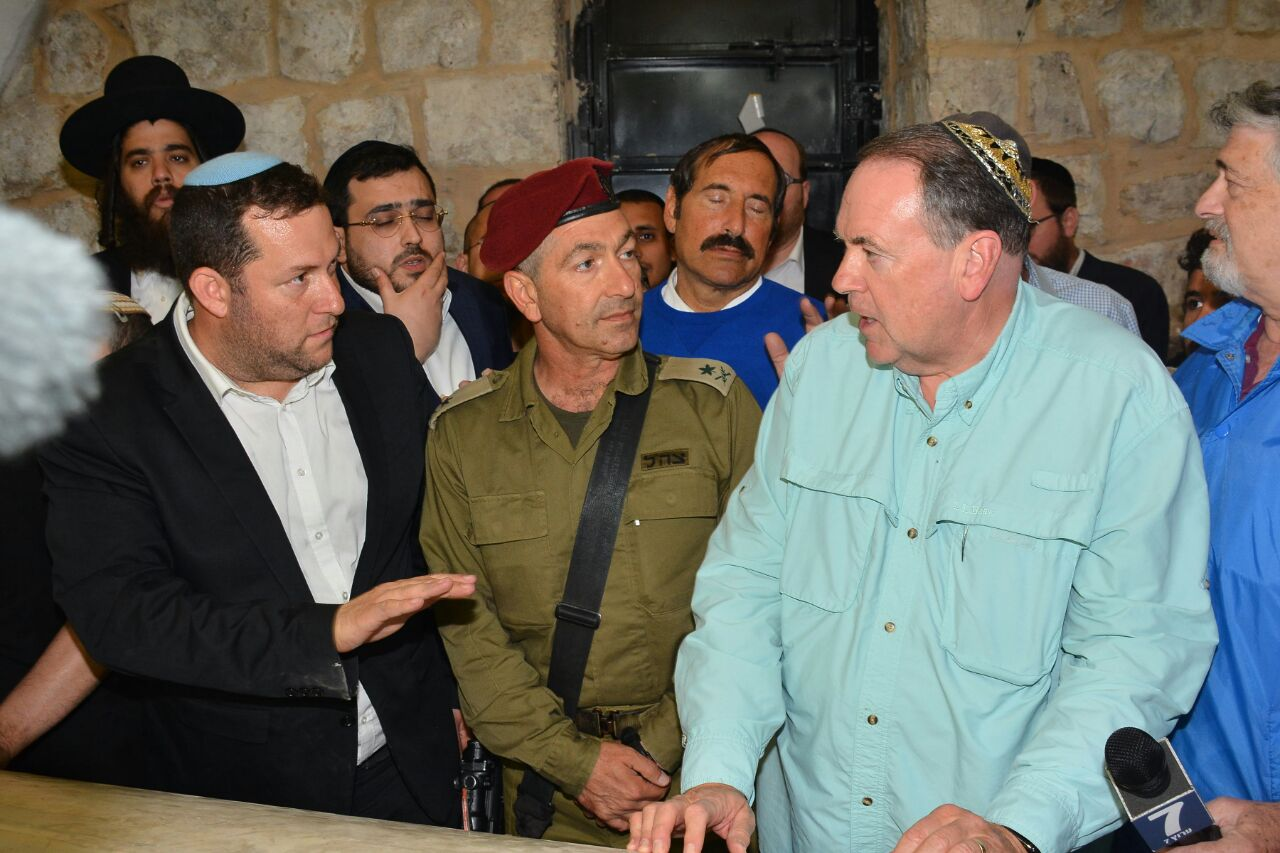 Mike Huckabee Visits Kever Yosef