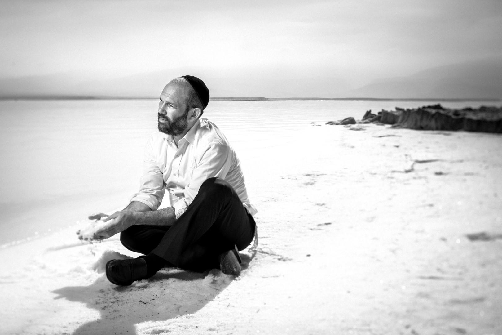 יונתן רזאל באלבום חדש ומבטיח:
