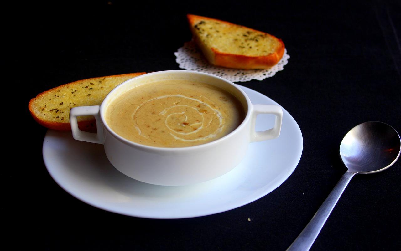 מרק בצל עם נגיעות גזר וחלב קוקוס