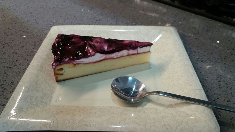 עוגת גבינה בציפוי אוכמניות