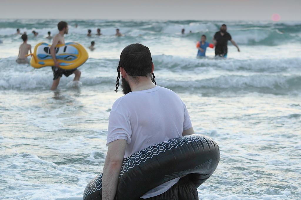 המחוקק יוזם: חוף נפרד גם לחרדים בניו יורק