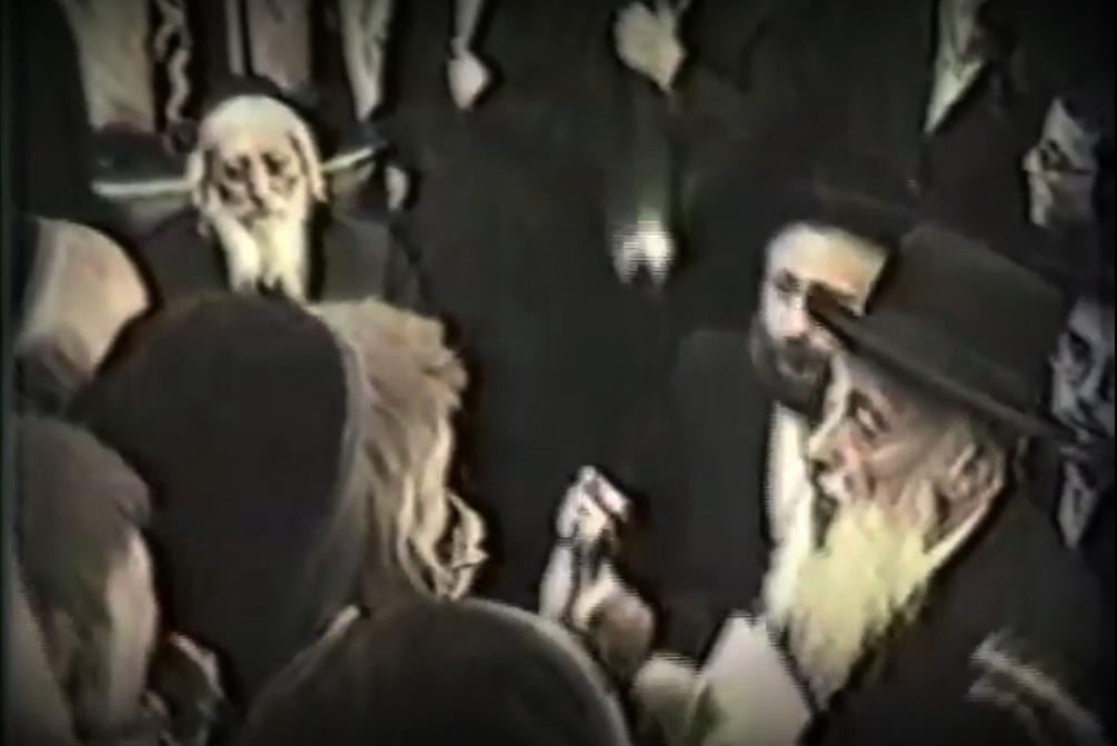 וידאו נדיר: החזן שורר לרבי שלמה מבאבוב