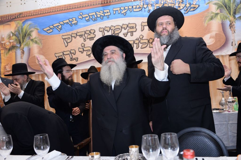 """שמחת בית אבוחצירא: האדמו""""ר רבי רפאל השיא את בנו"""