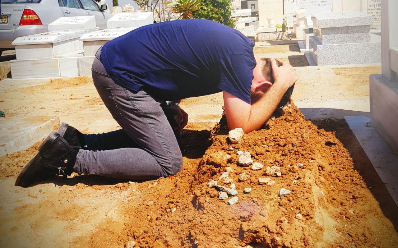 שבעה לבישיץ: החברים עלו לקבר, תיעוד דומע