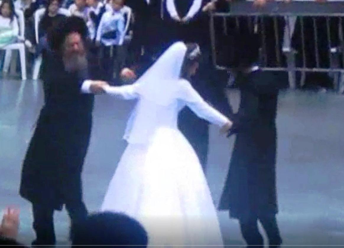 הריקוד שהסעיר את קרלין - עכשיו בוידאו