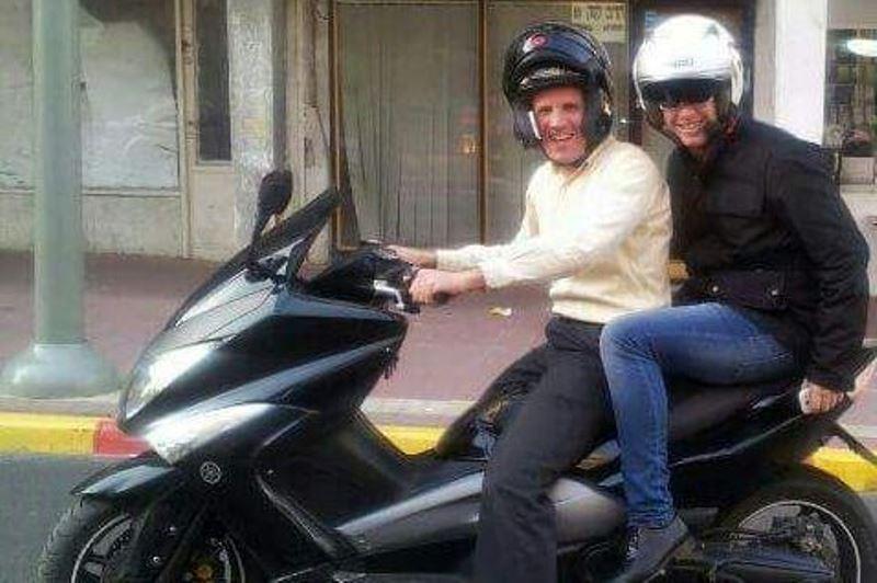 """אפקט בישיץ ז""""ל: עיתונאים יורדים מהאופנוע"""