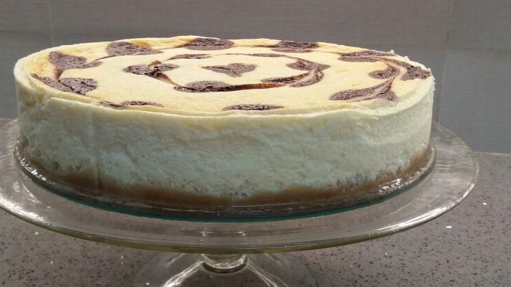 עוגת גבינה עם לבבות שוקולד